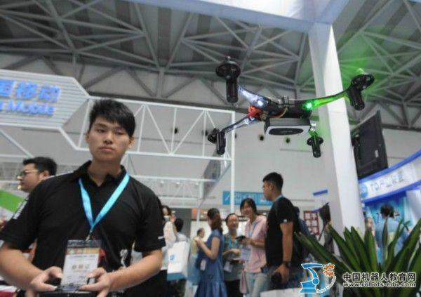 电博会云集各类机器人 智能硬件成为最大亮点